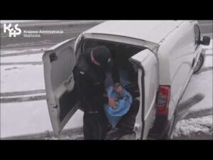 Read more about the article W przeciążonym samochodzie wieźli nielegalny tytoń (audiodeskrypcja)