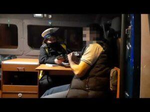 Pijany kierowca ciężarówki zasnął w radiowozie ITD