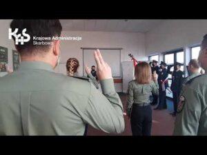 Nowi funkcjonariusze w szeregach podkarpackiej KAS (audiodeskrypcja)