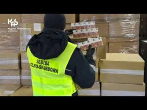 Przemycane papierosy w wagonie z płytą wiórową (audiodeskrypcja)